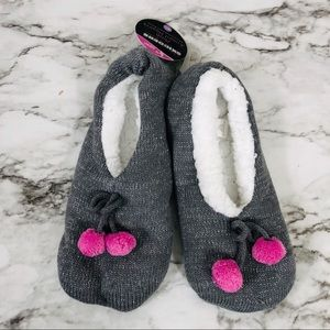 Women's Plush Grey Knitted Slippers Size M/L NWT